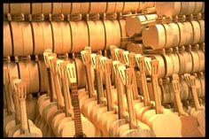 Paracho, el Municipio está integrado por ocho comunidades pintorescas llenas de tradiciones, bellezas naturales y arquitectónicas. Es famoso por la elaboración de #guitarras, violines, violas, violoncelos, contrabajos y mandolinas de gran calidad. Se pueden visitar: el Cerrito Pelón, la Casa de Culura, el Museo de la Guitarra, entre otros.