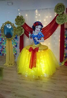Snow White Birthday Concept Products, Pati Sets and Organization P … - Geburtstag Disney Princess Birthday Party, Birthday Party Themes, Girl Birthday, Daughter Birthday, Princess Birthday Party Decorations, Birthday Ideas, Birthday Design, Disney Princess Centerpieces, Birthday Table