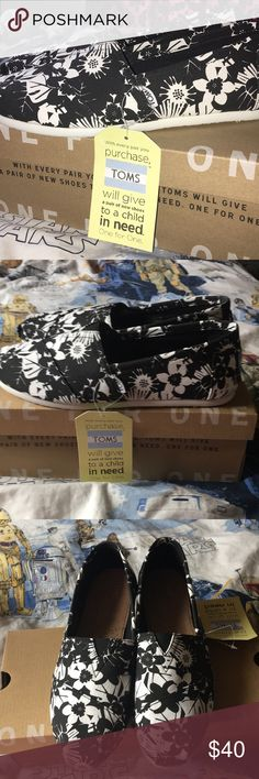 TOMS tropical print size 8 TOMS tropical print size 8. Never worn, new in box with tags. Classic TOMS, black and white canvas tropical print. Women's size 8. Toms Shoes Flats & Loafers