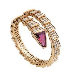Único abrigo Serpenti pulsera en oro rosa con cabeza de serpiente con incrustaciones de rubíes y diamantes pavé escalas (8,40).
