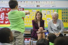 A little boy asked Letizia a question when she visited an elementary school in NYC in September 2014.