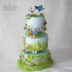 When butterflies dancing by Eva Kralova - http://cakesdecor.com/cakes/270673-when-butterflies-dancing