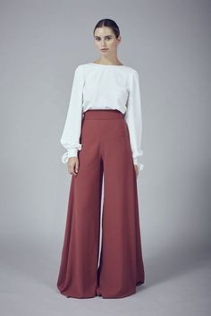 Palazzo Pants Outfit For Work. 14 Budget Palazzo Pant Outfits for Work You Should Try. Palazzo pants for fall casual and boho print. Modest Fashion, Hijab Fashion, Fashion Dresses, Swag Fashion, Gothic Fashion, Fashion Pants, Fashion Ideas, Fashion Trends, Wide Leg Palazzo Pants