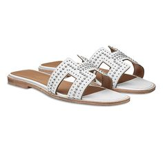 Oran Hermes ladies' sandal in calfskin with palladium plated rivets, leather sole and hazelnut leather lining Hermes Oran Sandals, Hermes Shoes, Trendy Shoes, Casual Shoes, Best Summer Shoes, Shoe Zone, Espadrilles, Shoe Image, Luxury Shoes