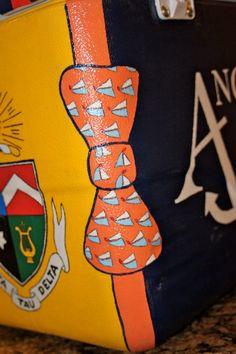 little bit of the crest and achora logo kleines Stück des Wappen- und Achora-Logos Fraternity Coolers, Frat Coolers, Cute Crafts, Diy Crafts, Formal Cooler Ideas, Cooler Connection, Bubba Keg, Greek Crafts, Coolest Cooler