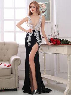 Cute Sheath V-Neck Appliques Crystal Court Train Evening Dress - Cute Dresses Sexy Evening Dress, Black Evening Dresses, Women's Evening Dresses, Stunning Dresses, Cute Dresses, Party Gowns, Party Dress, Dress Robes, Dress Lace