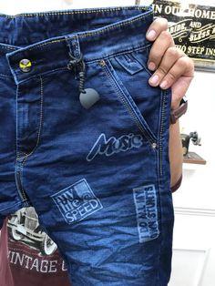 Model Stylish Jeans For Men, Fashion Pants, Mens Fashion, Jeans Refashion, Patterned Jeans, Denim Jeans Men, Vintage Jeans, Jeans Style, Print Jeans