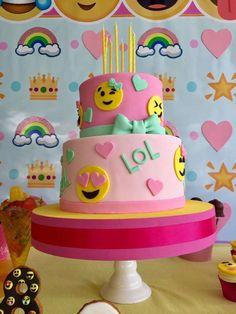 Trendy ideas for emoji birthday party cake girl 14th Birthday Party Ideas, 14th Birthday Cakes, 11th Birthday, Birthday Cake Girls, Diy Birthday, Birthday Emoji, Emoji Birthday Party Ideas Girls, Emoji Theme Party, Emoji Cake
