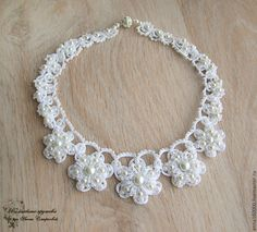 Hermoso collar a crochet y blanco Crochet Necklace Tutorial, Crochet Flower Tutorial, Crochet Flowers, Crochet Earrings, Soutache Jewelry, Boho Jewelry, Beaded Jewelry, Beaded Bracelets, Flower Jewelry