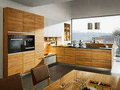 The linee solid wood kitchen by TEAM 7 with a wide range of models ✓ Perfect solutions for every space situation ✓ From the classic to the modern kitchen. European Kitchens, Luxury Kitchens, Cool Kitchens, Kitchen Cabinet Design, Kitchen Cabinetry, Modern Kitchen Design, Glass Kitchen, New Kitchen, Kitchen Wood