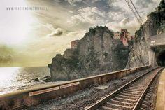 Liguria na majówkę- Cinque Terre w jeden dzień - Never Ending Travel Cinque Terre, Railroad Tracks, Never, Train, Strollers, Train Tracks