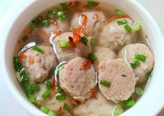 Bakso Sapi Udang Tofu Batita'ku ^^ Slow Cooker Ground Beef, Slow Cooker Soup, Food N, Food And Drink, Indonesian Food, Indonesian Recipes, Healthy Soup Recipes, Fun Cooking, Cooking Ideas