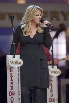 Went to Nashville to see Trisha yearwood inducted into the Grand Ole Opry. Big And Beautiful, Beautiful Dolls, Trisha Yearwood, Grand Ole Opry, Garth Brooks, Country Music Artists, Live Band, Famous Faces, Music Lyrics