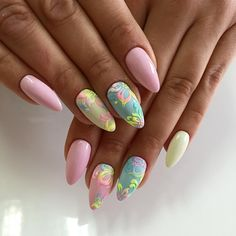 The almond shape is considered to be among sturdier nail shapes because its tip is not too pointy. It is perfect nail for summer! Classy Nails, Simple Nails, Trendy Nails, Cute Nails, Round Nails, Oval Nails, Pink Nails, Different Nail Shapes, Sugar Nails