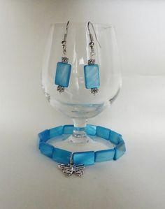 bracelet et boucle d'oreille perle de nacre turquoise : Bracelet par kiline