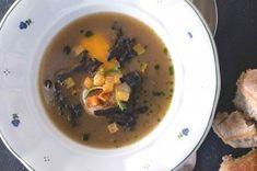 Domácí klobásky krok za krokem | Apetitonline.cz Thai Red Curry, Cooking, Ethnic Recipes, Food, Tractor, Kitchen, Cuisine, Koken, Meals
