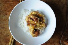 Oyako don, the Japanese chicken and egg dish, served over rice. Is this similar to the one you had in Japan, Truesdell ? Egg Recipes, Asian Recipes, Chicken Recipes, Dinner Recipes, Cooking Recipes, Food52 Recipes, Asian Foods, Weeknight Recipes, Weeknight Dinners