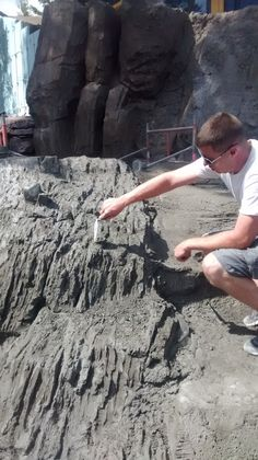 We provide faux rock (carved concrete) training videos and workshops to instruct artists and professionals. Hardscape and natural looking faux stones training is available. Cement Art, Cement Crafts, Concrete Art, Concrete Projects, Concrete Leaves, Stone Wall Design, Pond Design, Garden Design, Concrete Sculpture