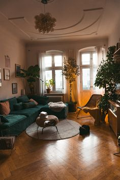 How to use your plantgang correctly for Christmas. What is Decoration? Decoration could be the art of decorating the interior … Room Decor Bedroom, Living Room Decor, Living Spaces, Men Bedroom, Cozy Bedroom, Bedroom With Couch, Bedroom Ideas, Dog Spaces, Bedroom Country
