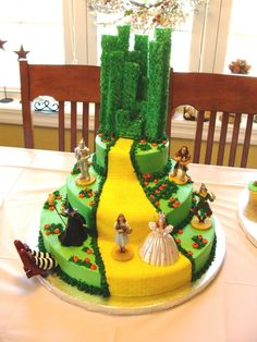 Wizard of Oz cake. This is awesome!