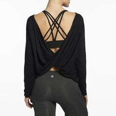 Rank & Style - Fabletics Switch Back Tee #rankandstyle #gym #fitness #resolutions