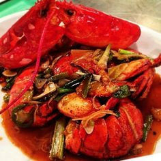 What's cookin' #realtime #inthekitchen #cantonese #lobster  #getinmybelly #fullhouse #whatscooking #catchnyc #EMMEATS
