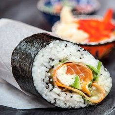If you love sushi you'll love these sushi burritos. Learn how you can make one of these delicious and healthy burritos for a tasty lunch or a yummy dinner recipe. You'll fall in love with these burritos packed with your favorite sushi ingredients. Sushi Recipes, Healthy Chicken Recipes, Easy Healthy Recipes, Quick Easy Meals, Asian Recipes, Delicious Vegan Recipes, Vegetarian Recipes, Sushi Comida, Bento