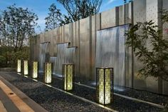 features wall。waterwall lightning Landscape Elements, Landscape Walls, Contemporary Landscape, Landscape Lighting, Landscape Design, Modern Water Feature, Outdoor Water Features, Water Architecture, Waterfall Fountain