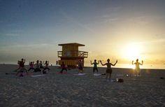 Der Sonnengruß morgens um 7 Uhr in Miami.#Yoga#Sonnengruß#Southbeach#SoMiami#sunrise