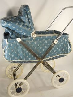 My doll baby's carriage looked a little like this. Baby Doll Strollers, Pram Stroller, Baby Prams, Vintage Pram, Vintage Dolls, Baby Buggy, Dolls Prams, Doll Beds, Baby Carriage