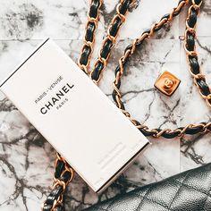 """Gefällt 27 Mal, 0 Kommentare - What i love (@whatilove.at) auf Instagram: """"Schönen Dienstagabend. 🙌🏻 Ich war schon lange nicht mehr so erledigt wie heute und freue mich…"""" Chanel, Couch, Cool Stuff, My Love, Blog, Instagram, Fashion, Tuesday, Tips And Tricks"""