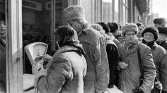 Istoricul Mădălin Hodor îți explică de ce sunt false argumentele celor care spun că era mai bine pe timpul lui Ceaușescu. Romania, Nostalgia, Couple Photos, Couples, Mai, Politics, Couple Shots, Couple Photography, Couple