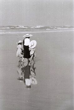 A la plage, 1970 (Edouard Boubat) Vintage Beach Photos, Vintage Photographs, Film Photography, Street Photography, Robert Doisneau, Bathing Beauties, Black And White Pictures, Film Stills, Belle Photo