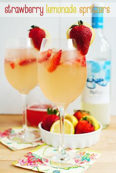 Strawberry Lemonade Spritzer. Sweet, tart, and fizzy! #cocktail #drink
