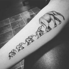 Mama and her babies #elephant#elephanttattoo#familytattoo#girlswithtattoos#girlytattoo#mamatattoo#instahub#instagood#instalike#ink#inkstagram#cutetattoo#inkstagrammers