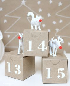 A Bubbly Life's DIY Advent Calendar Imagine the awwww's you'll hear when your child opens one of 24 small kraft boxes each day and finds a painted plastic animal that is adorably dressed for the holidays with a bright-red Rudolph nose. Christmas Countdown, Days To Christmas, Noel Christmas, Christmas Ideas, Homemade Advent Calendars, Diy Advent Calendar, Calendar Ideas, Diy Calendario, Advent Calenders