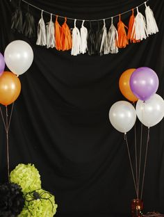 Scary Halloween Photo Backdrop For An Epic Halloween Party 39 scary photos Adult Halloween Party, Halloween Pictures, Halloween Birthday, Halloween Party Decor, Scary Halloween, Halloween Invitaciones, Easy Halloween Decorations, Diy Halloween Backdrops, Diy Photo Booth