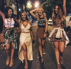 Girls Night out Festival Looks, Vision Board Diy, Amphi Festival, Poses References, Coachella Festival, Suede Skirt, Best Friend Goals, Squad Goals, Best Friends Forever