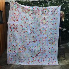 """@maisymakes76 on Instagram: """"So I decided to give myself a few days of purely selfish sewing to finish my #nimbusquiltbee quilt top, so 6 extra blocks later and…"""" Low Volume Quilt, I Decided, Selfish, Quilt Top, Give It To Me, Quilting, Blanket, Sewing, Inspiration"""