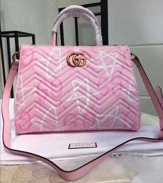 e36d237832 #Guccihandbags Gucci Tote Bag, Gucci Bags, Gucci Handbags, Tote Handbags,  Purses