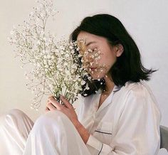 Image uploaded by artaangel. Find images and videos about white, aesthetic and flowers on We Heart It - the app to get lost in what you love. Korean Aesthetic, White Aesthetic, Aesthetic Photo, Aesthetic Girl, Ullzang Girls, Tmblr Girl, Looks Pinterest, Photographie Portrait Inspiration, Foto Casual