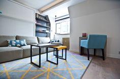 Гостиная, холл в цветах: желтый, бирюзовый, черный, серый, светло-серый. Гостиная, холл в стиле минимализм.