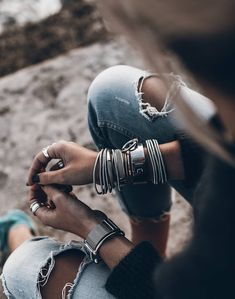 Deets 💥 Favourite silver and rips! Look Fashion, Fashion Outfits, Womens Fashion, Best Photo Poses, Boho Inspiration, Moda Boho, Cool Style, My Style, Casual Jeans
