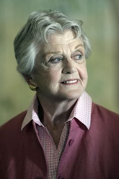 """Il giallo della signora in giallo. La morte di Angela Lansbury è una bufala - Ancora una bufala. Gira sul web allarmando i giornali, l'ennesimo necrologio che questa volta colpisce """"La signora in giallo"""", Angela Lansbury. - Read full story here: http://www.fashiontimes.it/2015/03/il-giallo-della-signora-in-giallo-la-morte-di-angela-lansbury-e-una-bufala/"""