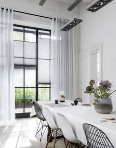 How To Determine The Right Window Coverings for Your House Living Room Modern, Living Room Interior, Home Living Room, House Blinds, Window Styles, Curtains With Blinds, Contemporary Decor, Window Coverings, New Homes