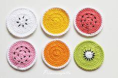 Prinsessajuttu: TOIVEPOSTAUS: Virkatut hedelmälohkot, OHJE Elsa, Knit Crochet, Coasters, Baby Shoes, Hair Accessories, Knitting, Keychains, Amigurumi, Key Hangers