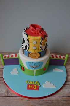 I absolutely LOVE this cake! vanilla bottom tier made to represent Buzz Lightyear with chocolate tier made to represent Woody. Toy Story Birthday Cake, Baby Boy 1st Birthday Party, Barbie Birthday, Birthday Ideas, Birthday Fun, Bolo Toy Story, Toy Story Baby, Cumple Toy Story, Festa Toy Story