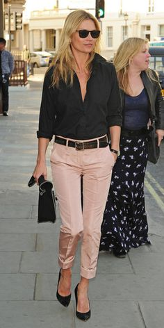 Kate Moss Photos - Kate Moss seen arriving at HIX restaurant in London. - Kate Moss at the HIX Restaurant in London Casual Work Outfits, Mode Outfits, Work Casual, Casual Chic, Outfit Work, Office Outfits, Casual Work Clothes, Chic Outfits, Casual Fridays