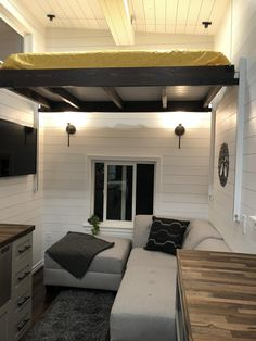 Tiny House Living Room Furniture Luxury Incredible Tiny Home with 3 Sleeping Spaces Tiny House Trailer, Tiny House Cabin, Tiny House Living, Tiny House Plans, Tiny House On Wheels, Tiny House Design, Home Living Room, Living Room Furniture, Tiny Houses For Sale