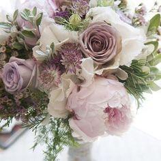 Beautiful bouquet !!! Shades of purple !!! #floral #floralbouquet  #Weddings  #weddingfloral  #bridalbouquet  #ido  #justmarried  #purpleflorals  #torontoweddings #instalike #instaloveluv #vintageweddingstyle  #vintageweddings #rusticweddings #rustic http://gelinshop.com/ipost/1519236574435633656/?code=BUVaZ19BGn4